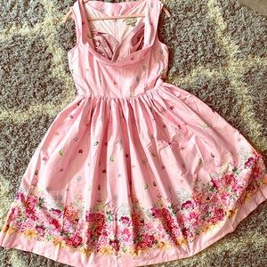 Pretty in pink sleeveless Spring party dress 🐝